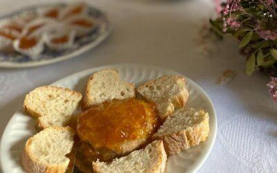 Tostaditas de Paté o  Queso fresco  con Naranja Amarga